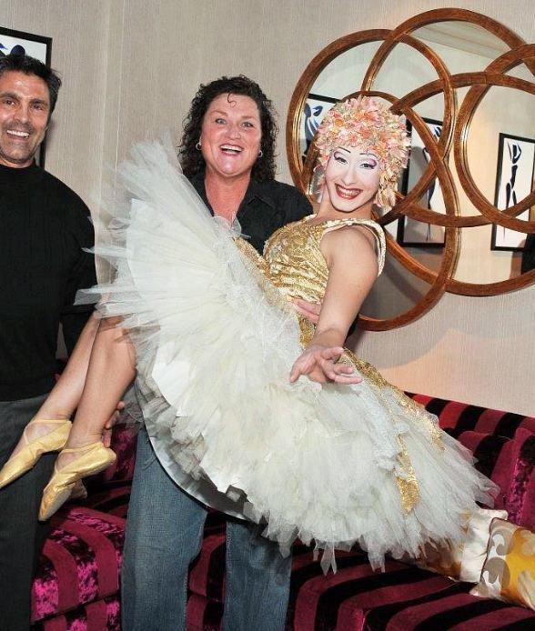 "Dot Jones of Glee enjoys a playful moment with one of ""O's"" signature artists, the ballerina"