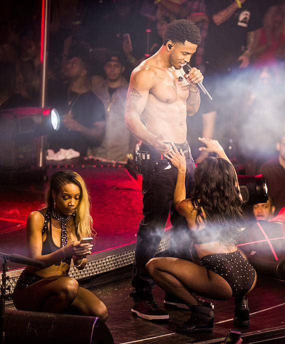 Trey Songz performs at Drai's Nightclub; Celebrates Mother, April Tucker's Birthday at Rooftop Venue
