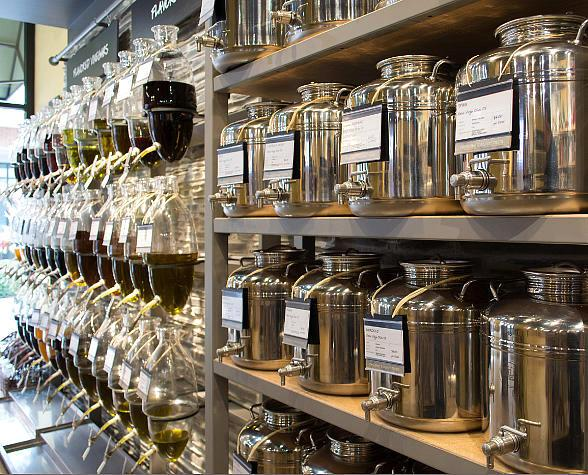 Oil & Vinegar Brings High-End Cooking Products to Downtown Summerlin