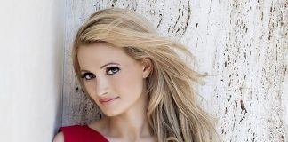 Holly Madison to Host Opportunity Village's 10th Annual 'Las Vegas Great Santa Run'