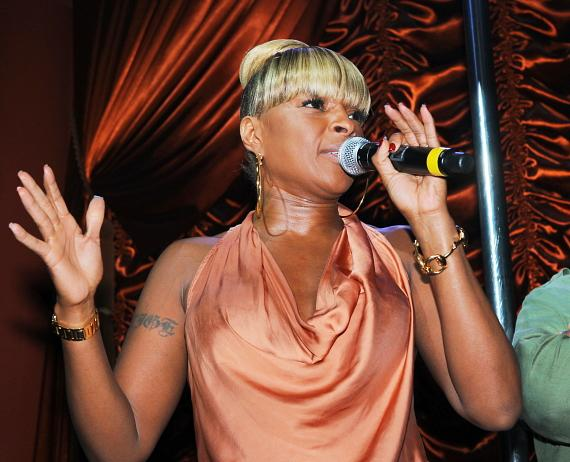 Mary J Blige performs to a sold out crowd at Surrender Nightclub