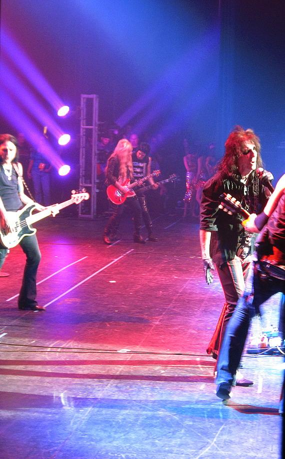 Backstage look at Alice Cooper performing
