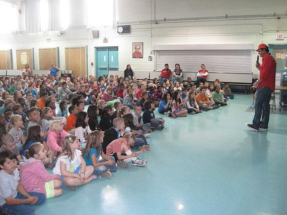 """Douglas """"Lefty"""" Leferovich speaks to the kids and performs magic tricks"""