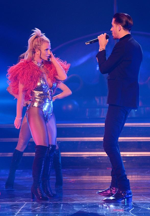 G-Eazy Performs with Britney Spears at