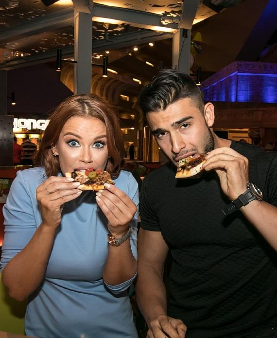 Jessa Hinton and boyfriend Sam Asghari eating at Tacos and Tequila