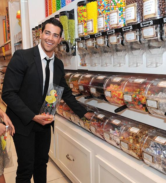 Jesse Metcalfe shops for sweets at the flagship Sugar Factory retail store at Paris Las Vegas