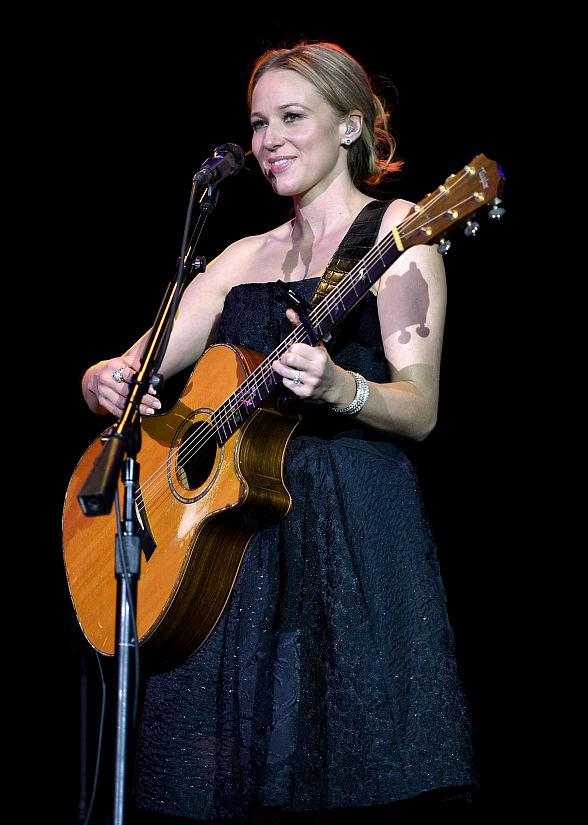 Jewel Performs Acoustic Set at The Orleans Showroom in Las Vegas