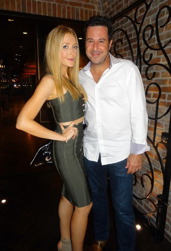 Jonathan silverman and wife Jennifer Finnigan dine at Andiamo Steakhouse in the D Casino Hotel