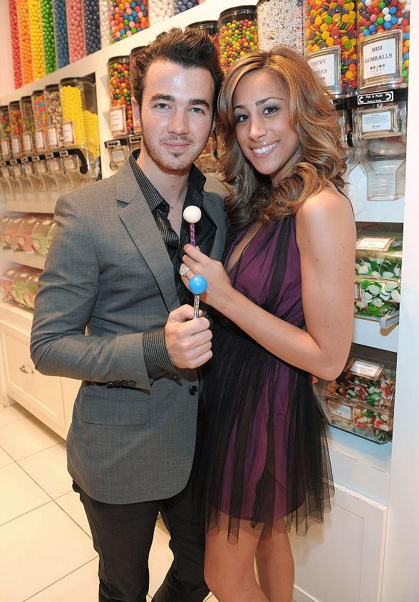 Kevin and Danielle Jonas with Sugar Factory Couture Pops
