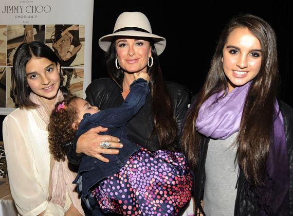 Kyle Richards and her girls enjoy a day of shopping