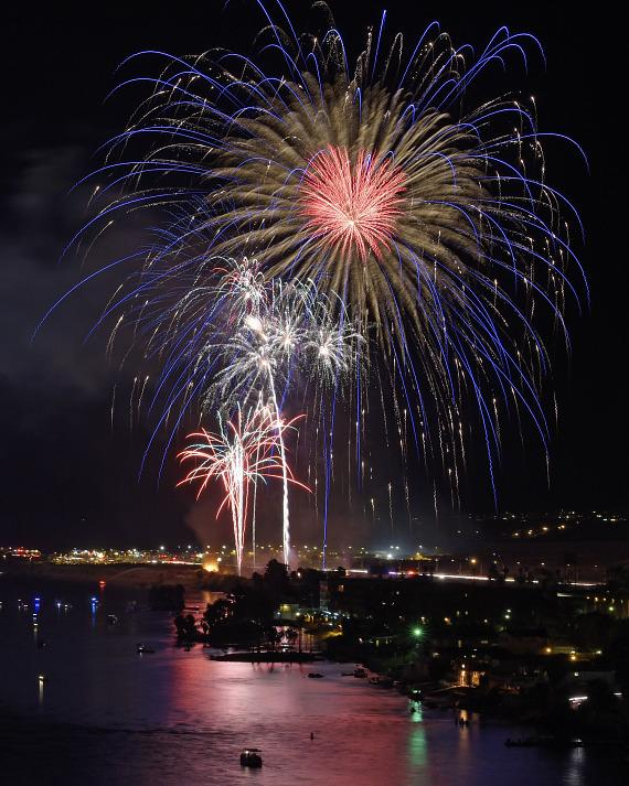 """Laughlin's """"Rockets Over The River"""" Celebrates Independence Day"""