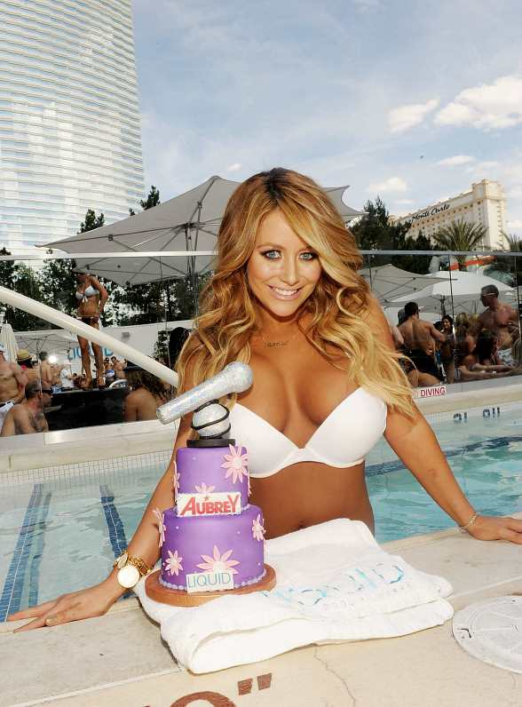 Aubrey O'Day hosts Daytime Pool Party at LIQUID Pool Lounge