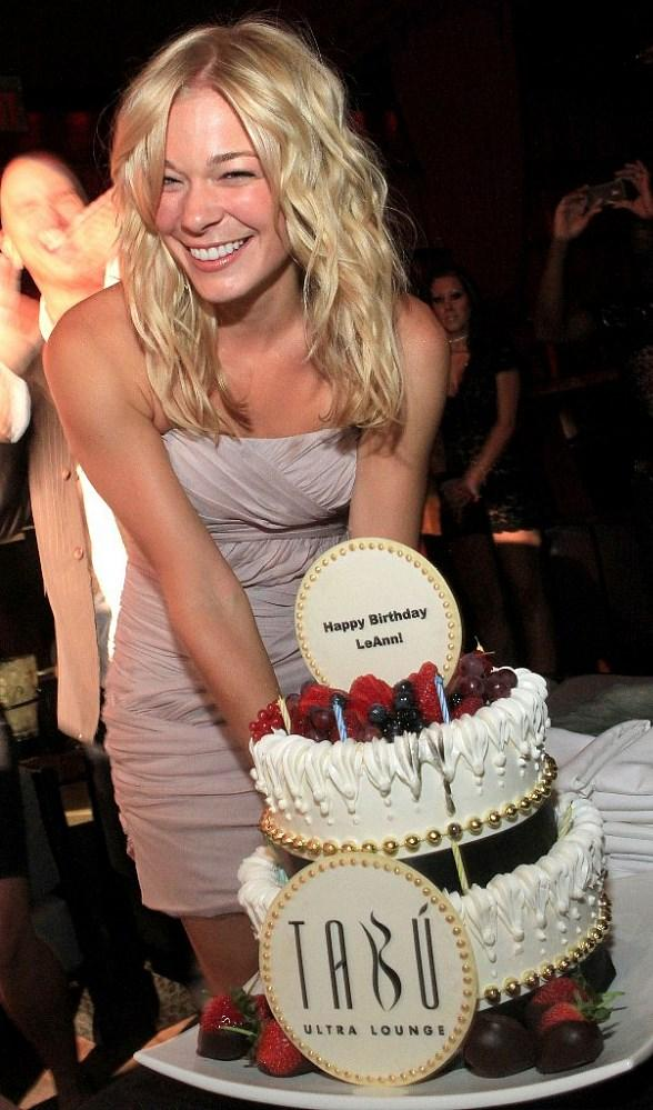 LeAnn Rimes and her birthday cake at Tabu Ultra Lounge