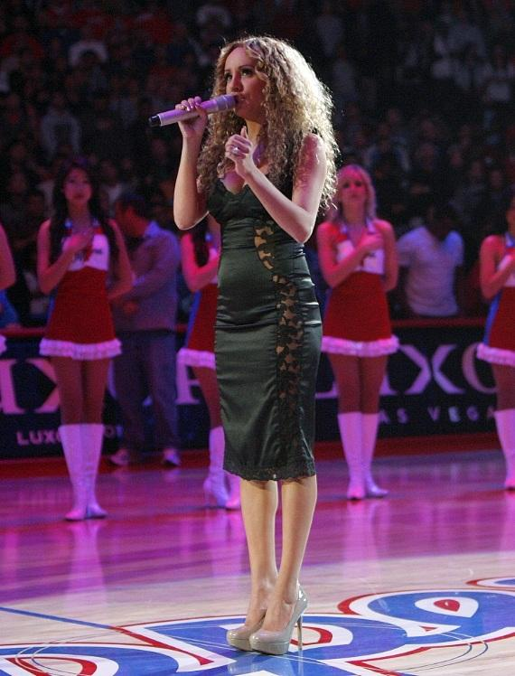 Lorena Peril sings at L.A. Clippers game