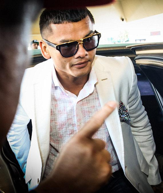Floyd Mayweather and Marcos Maidana Make Grand Arrivals at MGM Grand in Las Vegas