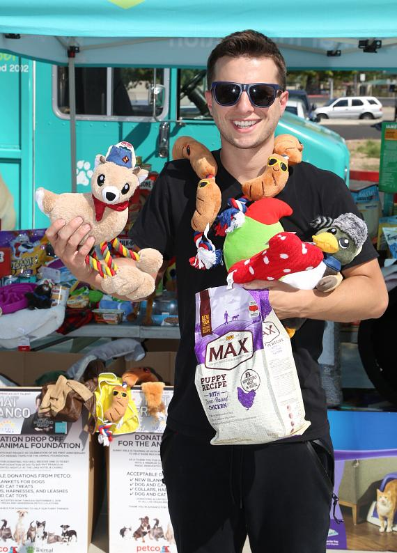 Magician Mat Franco Makes Large Donation of Needed Supplies to The Animal Foundation in Celebration of First Anniversary of Magic Reinvented Nightly