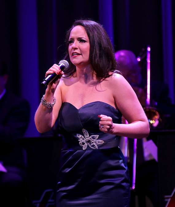 """Niki Scalera performs in """"Christmas at My Place"""" at The Smith Center in Las Vegas"""