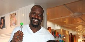 Shaquille O'Neal and girlfriend, Nicole Alexander, with Sugar Factory Couture Pops