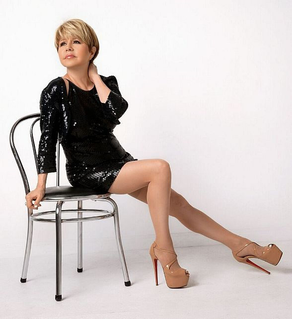 """""""Bling"""" in the New Year with Pia Zadora at Piero's Italian Cuisine in Las Vegas"""