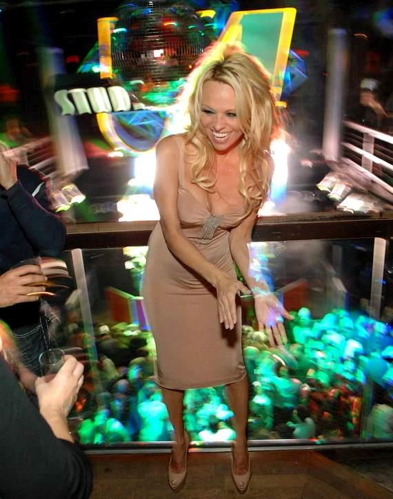 Pamela Anderson dancing in Studio 54 for NYE