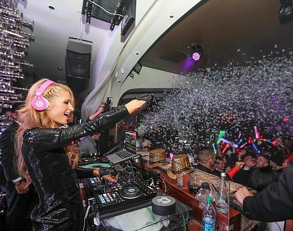 Paris Hilton Rings in 2014 with Nicky Hilton, Dad and Mom at Hyde Bellagio, Las Vegas