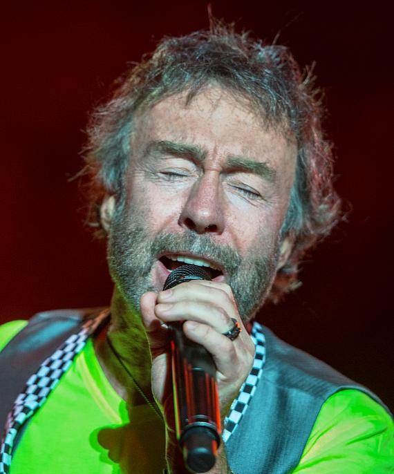 Paul Rodgers sings legendery hits from band Bad Company