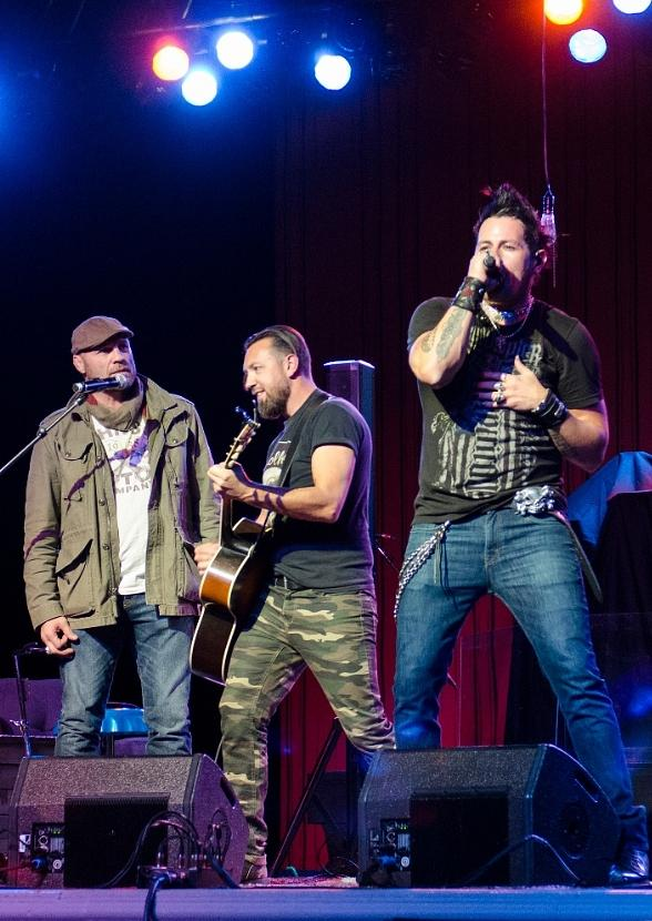 Randy Couture Joins Elvis Monroe on Stage at Green Valley Ranch Resort