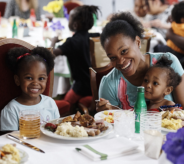 Wynn Las Vegas Hosts Mother's Day Brunch at The Shade Tree