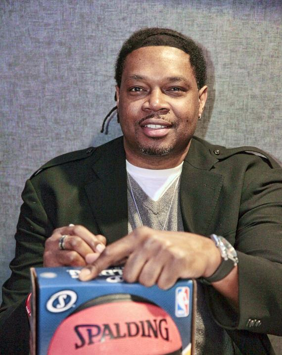 Sam Perkins signs autographs at Lagasse's Stadium