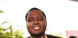 """Sean Kingston hangs out at VIP table at Palms Pool after """"Ditch Saturdays"""" performance"""