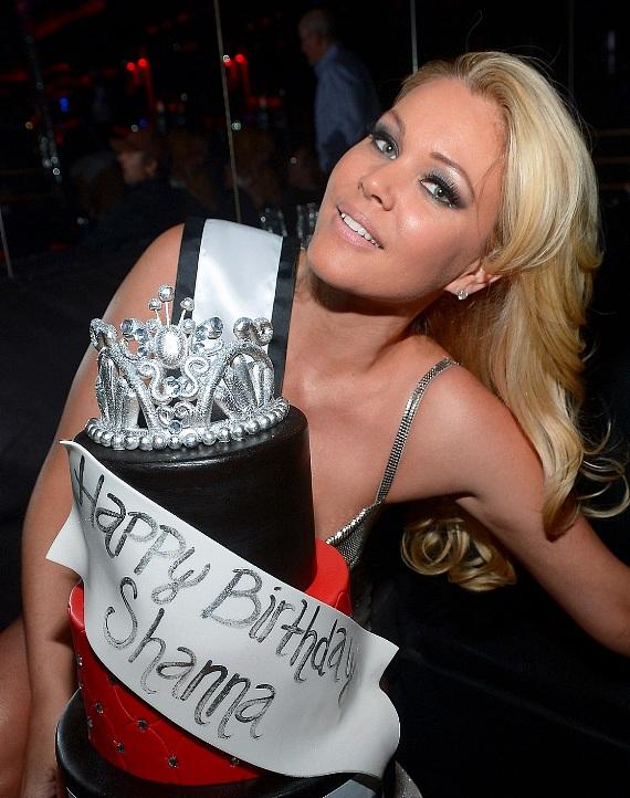 Shanna Moakler with Crazy Horse III birthday cake