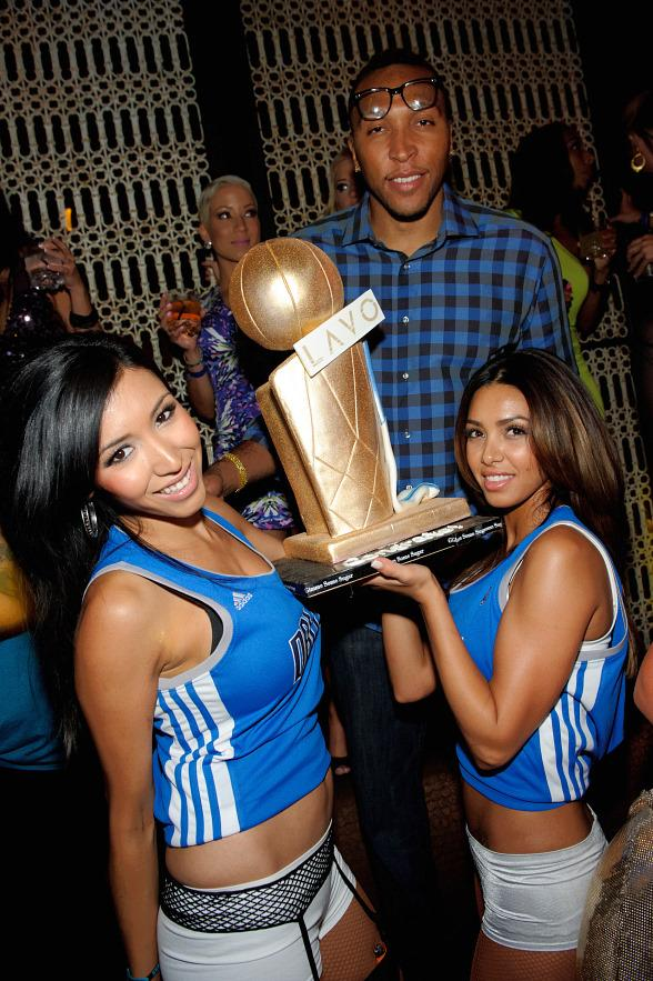 Shawn Marion with cake at LAVO