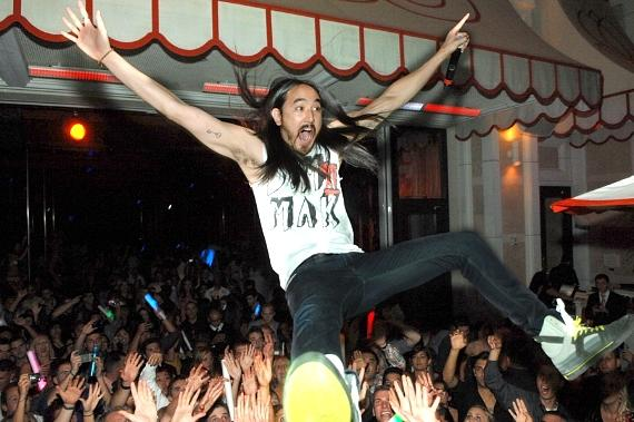 Steve Aoki crowd surfs at Surrender Nightclub