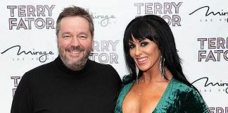 """""""Sexxy: The Show"""" Star Jennifer Romas Visits Terry Fator's 2019 Christmas Show"""