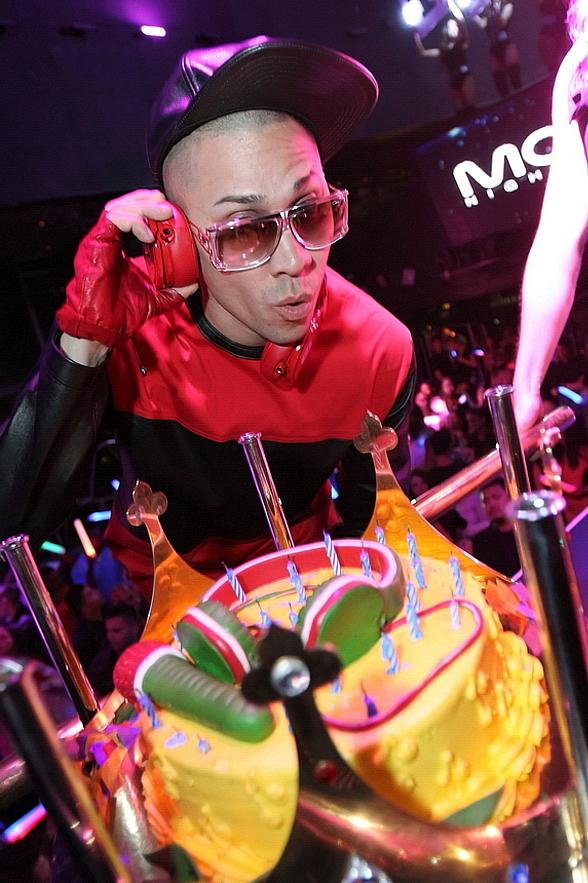 Taboo shows off over-the-top birthday cake at Moon Nightclub inside Palms Casino Resort