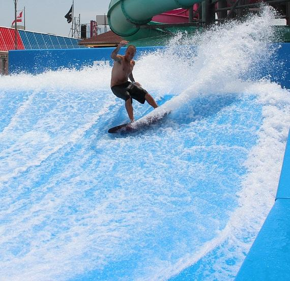 The Las Vegas Strip's First-Ever FlowRider Wave Machine to Debut at Planet Hollywood Resort & Casino Spring 2015