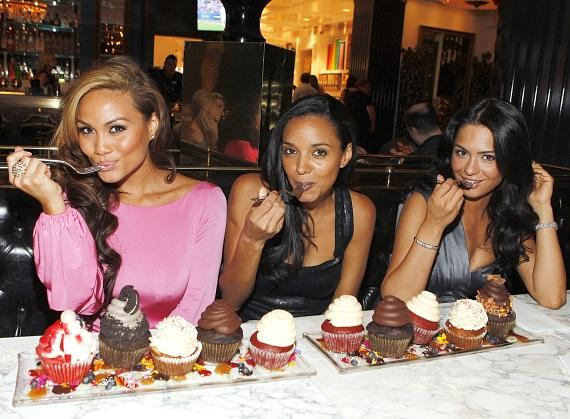 """The mermaids from """"Pirates of the Caribbean: On Stranger Tides"""" indulging in Sugar Factory cupcakes"""