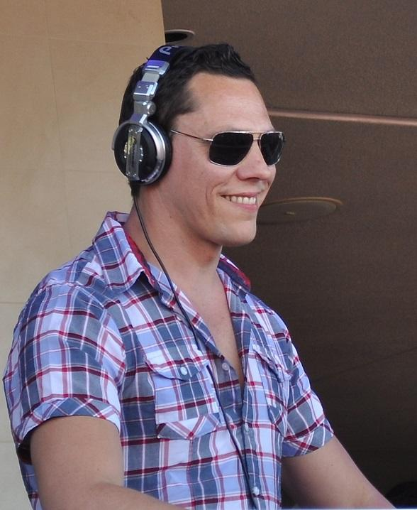DJ Tiësto Spins to a Sold Out Crowd at WET REPUBLIC