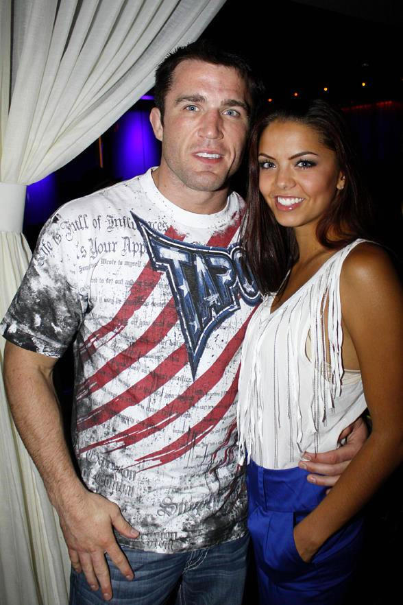 Top UFC Middleweight contender Chael Sonnen (in his signature TapouT shirt) with fan