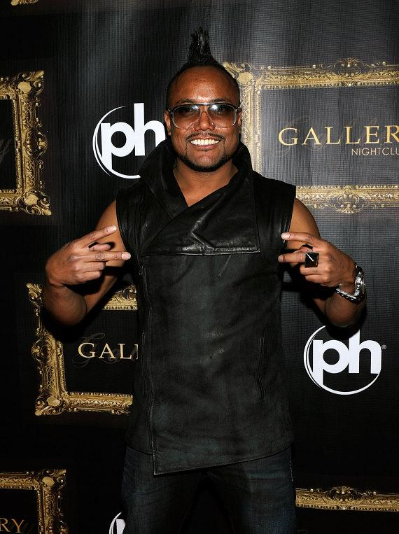 apl.de.ap gave two peace signs as he walked the red carpet at Gallery Nightclub in Las Vegas
