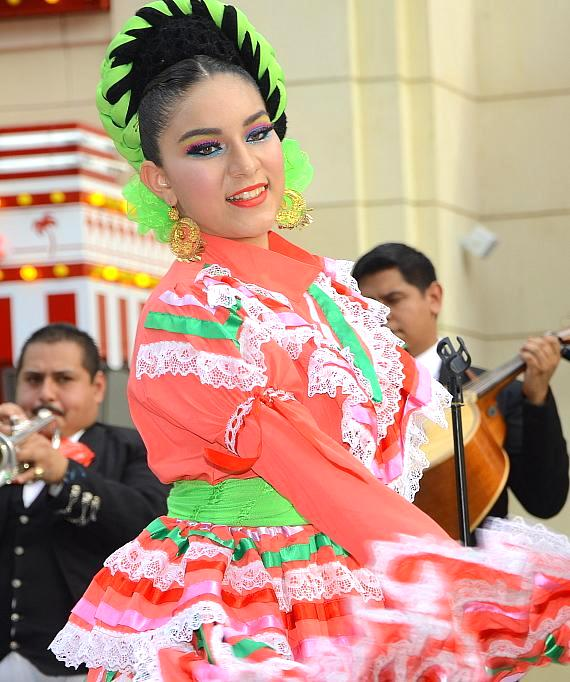The LINQ Promenade Hosts a Day of Celebration on Cinco De Mayo with Piñatas, Mariachi, Dancers