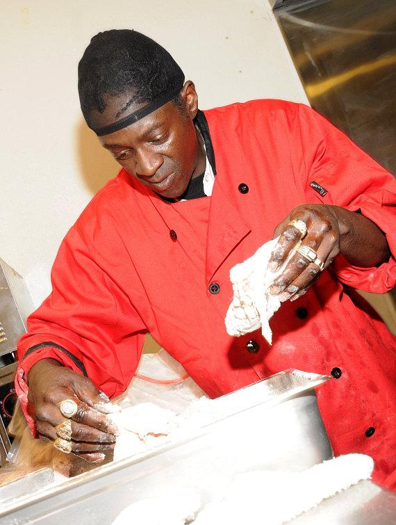 Flavor Flav cooks some fried chicken