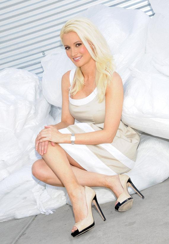 Holly Madison Joins Hard Rock Cafe to Donate to The Animal Foundation