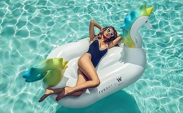 """Go with the Float: W Hotels Makes a Splash with """"Heat Wave"""" Package in Partnership with Funboy"""