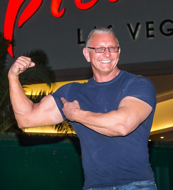 Celebrity Chef Robert Irvine announces Sin City Debut with New Restaurant Concept at The Tropicana Las Vegas