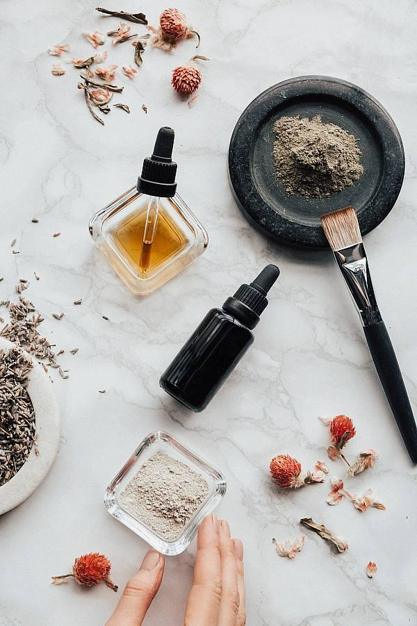 How To Add CBD Oil And Other Products To Your Skin Care Routine