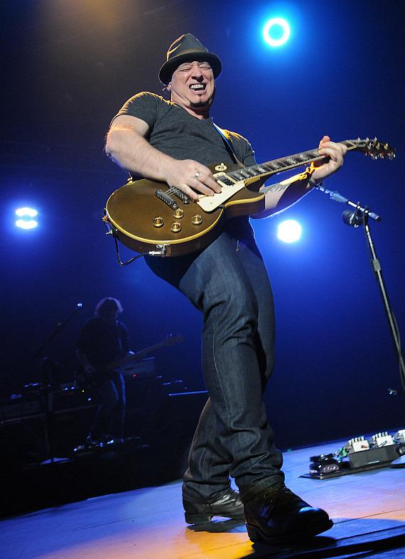 Train Performs at The Joint