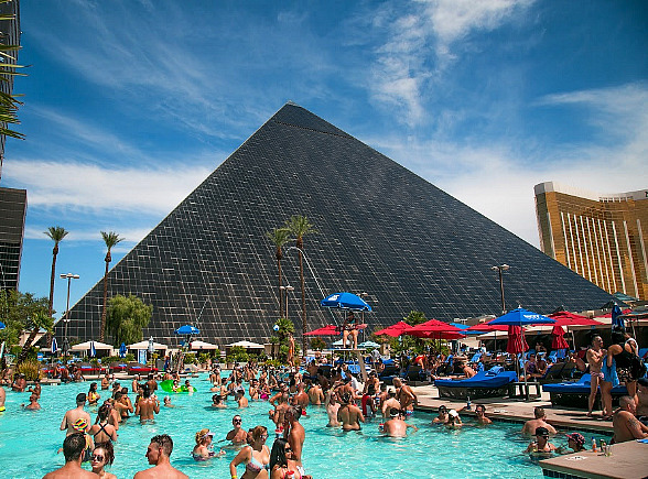 """Weekends at Luxor Heat up with Return of """"Temptation Sundays"""" - Popular LGBTQ Pool Party May 13"""
