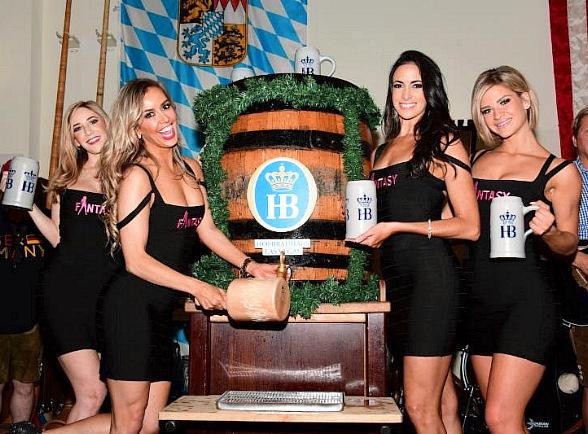 """Oktoberfest Keg Tapping Continues at Hofbräuhaus Las Vegas with Ladies of """"FANTASY"""" and Cast of """"Raiding the Rock Vault"""""""